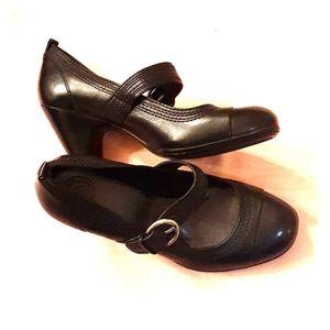 All Black Nurture by Lamaze women's heels